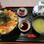 魚安 - 海鮮丼(1300円)