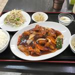 平安飯店 - 料理写真:酢豚定食=680円