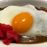 74286667 - 辛来飯(からいらいす)つん蒲アップ                       所謂ルーには具材は有りません。玉子焼と福神漬けが添えらるのみ、の超シンプル(^^)