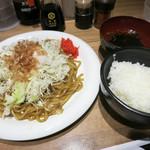 Yakisobashokudou - ランチはサービスで焼きそば定食に