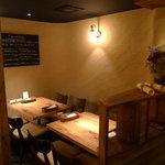 料理店 Caiotto - 奥のテーブル席