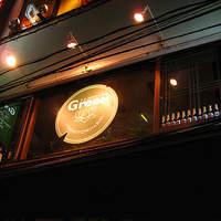 タイ ベトナム料理 GreeN - 外から見上げるとGreeNの大きなロゴが見えます。