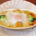 トリノカフェ - 料理写真:半熟玉子が絶妙!「野菜と玉子のトマトグラタン」 780円