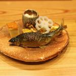 柚木元 - 八寸 子持ち鮎のつけ焼、柿の白和え、蓮根、揚げ山栗、自家製の玉子焼、松茸、生麩の田楽