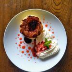 実家カフェ - キャラメリゼなホットケーキ(ふわもりホイップ苺ソーストッピング)秋冬春限定