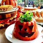 74295585 - ジャック オ ランタン クグロフ@チョコレートコーティングされたクグロフの中にかぼちゃの粒が入ってて新しい