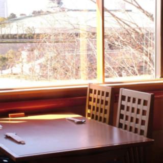 大阪城を望むテーブル席