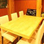 炭焼バル LOWDASH - 6名テーブル席