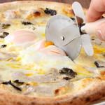 黒トリュフとポルチーニ、半熟卵の贅沢ビスマルク