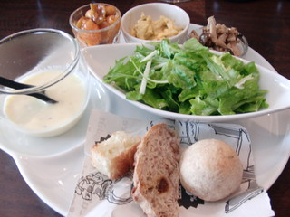 フレンチバル セレナ - ランチの前菜・サラダ・スープ・パン