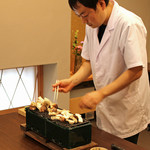 柚木元 - 萩原さんが丁寧に焼いて下さいます