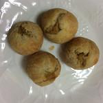 らぽっぽ ベーカリー - おさつ木の実パイ1個66円