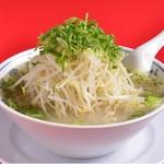 ラーメン福 - コクのある背脂醤油スープに新鮮シャキシャキのモヤシ、小麦の風味を感じられる麺とのバランスが絶妙!!