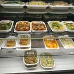 安暖亭 - 店頭の中華惣菜コーナー