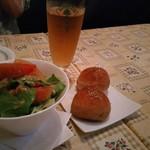 イル・ポスティーノ - セットのサラダとパン