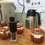 麺匠 たか松 - 店頭には黒七味、ブラックペッパー、あおさ、スープ割 (大つけ麺博 大感謝祭)