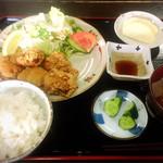 江刺ふるさと市場 食堂 - 料理写真:鶏たつた揚げ定食 700円!