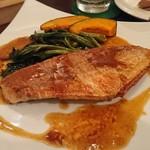 ビストロ酒場らくだ - 新鮮魚のムニエル 焦がしバターソース 魚はイトヨリ