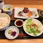 魚菜屋 なかむら - ランチの「おさしみ定食」(1200円)