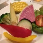 エミット フィッシュバー オイスター&グリル - 季節野菜のアップ(取り分け後)