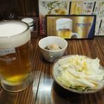 串ザンマイ - 生ビール+付け出し+キャベツ