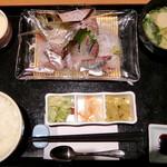 雑魚屋 - 活けアジ定食