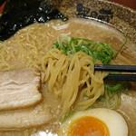 越後秘蔵麺 無尽蔵 - 細麺です。