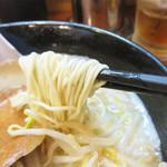 初代 秀ちゃん - 博多ラーメンらしい低加水の極細麺。