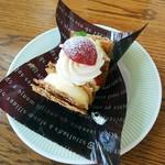 ラッキィズ カフェ - ミルフィーユ ¥380