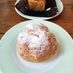 ラッキィズ カフェ - ミルフィーユ ¥380・シュークリーム ¥160