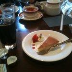 フィーバス - チーズケーキとアイスコーヒー