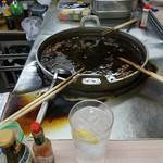 74331113 - 串煮込みの大鍋と酎ハイ