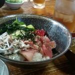 74332856 - ランチの海鮮三食丼(650円)