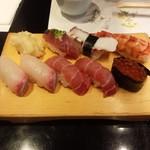 江戸前 びっくり寿司 - カンパチ、中トロ、海老、カツオ、イクラ、タコ