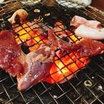 ホルモン大学 - 料理写真:炭火で焼きます。