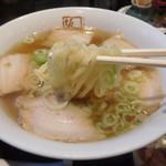喜多方ラーメン 坂内 - 麺はこんな感じ