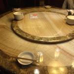 西安刀削麺酒楼 - テーブル