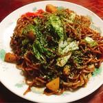 お食事処 まし田 茶屋 - 料理写真:焼きそば大盛り 400円。具はキャベツ、じゃがいも、いか。濃厚なソース味。