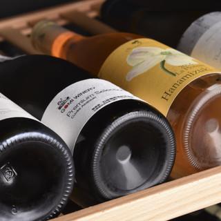 フランスを中心に日本、世界各国150種類以上取り揃えたワイン