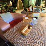 山cafe - タイルのテーブル