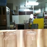 牧のうどん - 店内で製麺