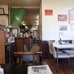 昇龍軒 - 調理場方向、弁当屋も兼ねています