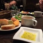 ナポリの食堂 アルバータ アルバータ - バターのほかに、オリーブオイルもあります