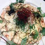 関内 個室肉バル 颯 - 照り焼きチキンのこだわりピッツァ