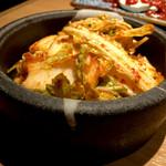 東京苑 - 生キムチ!これオススメ!白菜がシャキシャキ♪( ´▽`)