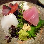 東麻布 逢坂  - お造り:アオリイカ、目地マグロ、しめ鯖♪