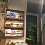 74350455 - 店内にはアウトドア系の雑誌も置いてあります