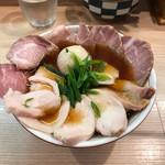 74352188 - 鶏そば750yen+煮卵50yen+大盛50yen+チャーシュー増し150yen
