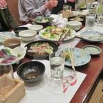 魚吉 - テーブルの上