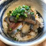 寿製麺 よしかわ - イワシは大きい